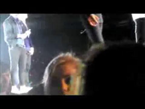 Harry Styles fue golpeado por un zapato en un concierto.
