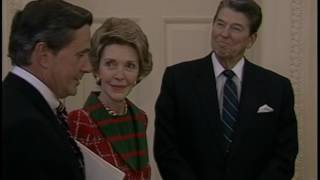 President Reagan?s Photo Opportunities in the Cabinet Room and Oval Office January 21-22, 1986
