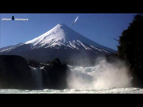 Cigar Shaped UFO Appears To Take a Nosedive Directly Into Osorno Volcano, Chile, January 28, 2015