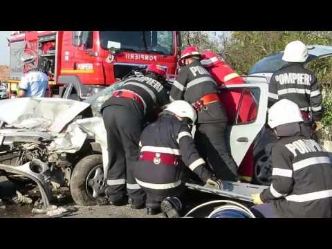 Accident Fundatura (Cluj) 3 raniti coliziune Renault Ford