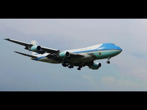 Air Force One approaches to land at the TUDM Subang airport outside Kuala Lumpur. US President Mr. Barack Obama arrives in Malaysia for a three-day visit. ����奥巴马��空���...