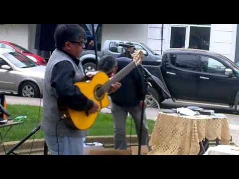 Watch Guitarrista callejero virtuoso - Chillan