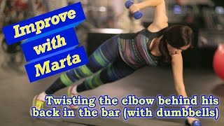 Twisting the elbow behind his back in the bar with dumbbells - Improve with Marta