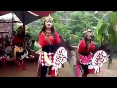 Kesenian Ebeg Kebumen - Mekar Budaya Sari Cengis Kidul  | Penari Cewek Sedang Belajar