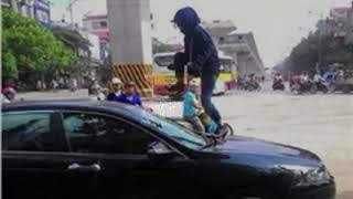 Mặc kệ vợ nhảy lên nắp capo ô tô đánh ghen, người chồng vẫn nhấn ga bỏ chạy bất chấp nguy hiểm