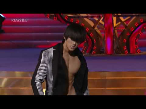 2PM JunHo Heartbeat Stunt - Blue Dragon Film Awards 091202