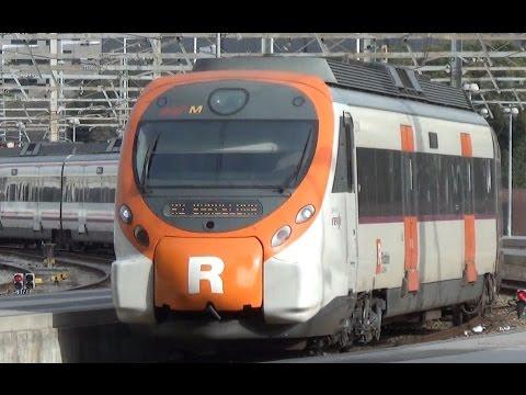 Renfe Rodalies 465 + 465 komen aan op Station Barcelona França