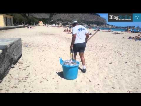 Mondello, un mare di rifiuti da ultima spiaggia