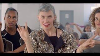 Watch Oh Land Renaissance Girls video