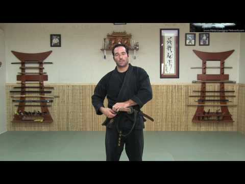 KATANA 1 - SWORD: HOW TO WEAR IT - Ninjutsu Online Instruction - Ninja weapon sword - Machida Image 1