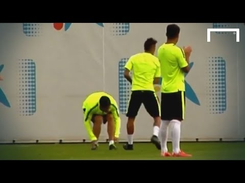 Neymar gives Suarez a knee in the groin