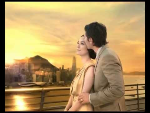 Pond's Advertisement - Gold Radiance
