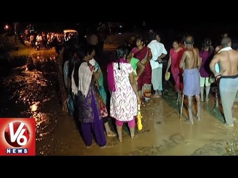 Heavy Rain Leaves Gandhi Nagar Residents Stranded On Roads | Badradri Kothegudem Dist | V6 News