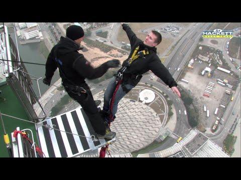 Elevando os níveis de adrenalina com Bungee Jumping... de costas
