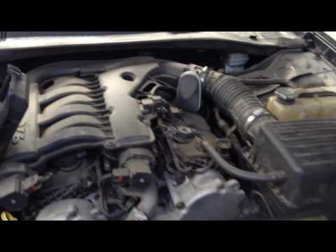 07 Chrysler 300 fuse box and battery location( quick review and talk)