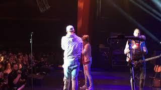 Download Lagu Kane Brown brings fans on stage Gratis STAFABAND