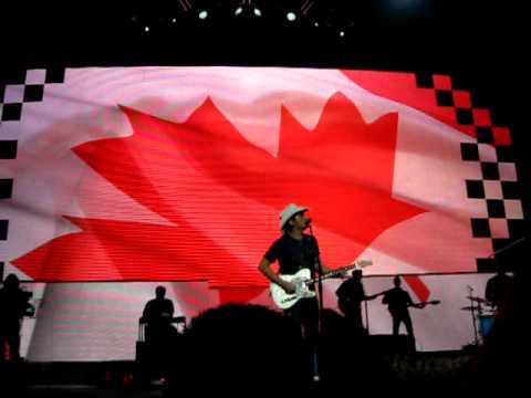 Brad Paisley Montreal 29.1.11 this Is Country Music video