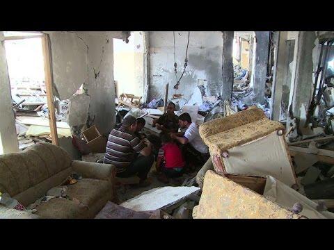 Les habitants de Gaza vivent dans les ruines des maisons