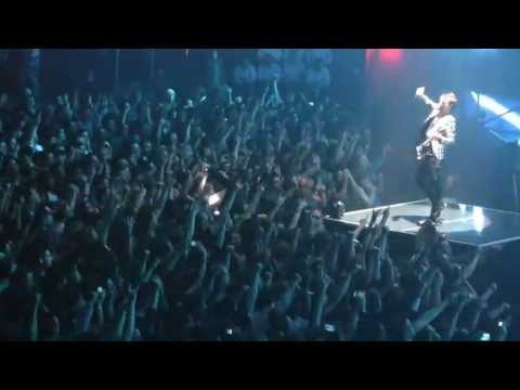 MUSE- &quot;Uprising&quot; *Matt Smashes Guitar*(720p HD) Live in New York City on April 15, 2013