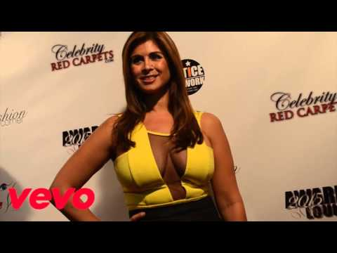 SEXY SET OF JUICY BOOBS ON THE RED CARPET !