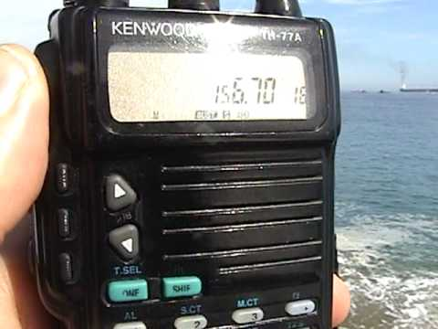 Kenwood TH-77A recibiendo en Banda Marina internacional.