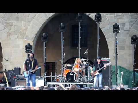 Alvin Youngblood Hart 's Muscle Theory - Big Mama's Door (Live @ Pistoia Blues 2009)