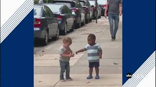 These toddlers' heartwarming reaction to spotting each other on the street will make your day