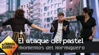 download musica Úrsula Corberó y Alba Flores atacan con pasteles a Pablo Motos en directo en El Hormiguero 30