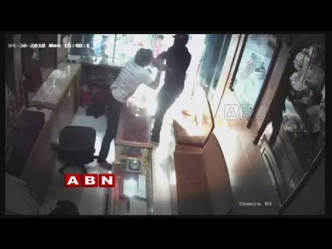 Robbery Attempt Foiled By A Jewellery Shop Owner In Delhi | Red Alert
