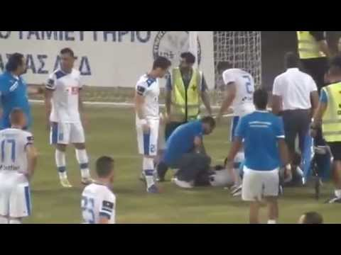 image vid�o شمروخ كاد ان يصيب اللاعب بضرر فى الدوري القبرصي