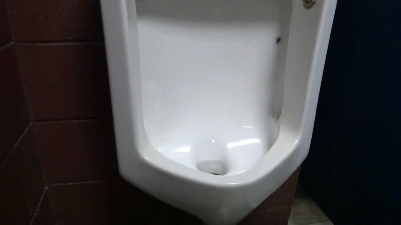 Leaking urinal - YouTube