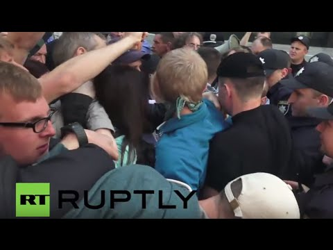 Ukraine: Medical workers scuffle with police during clinic closure protest