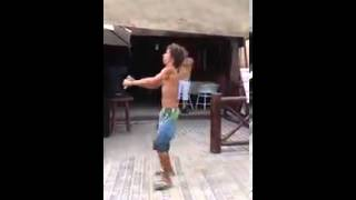 Bebado dançando  vai no cavalinho kkk