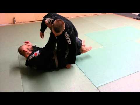 roll over shoulder sweep from half guard Image 1