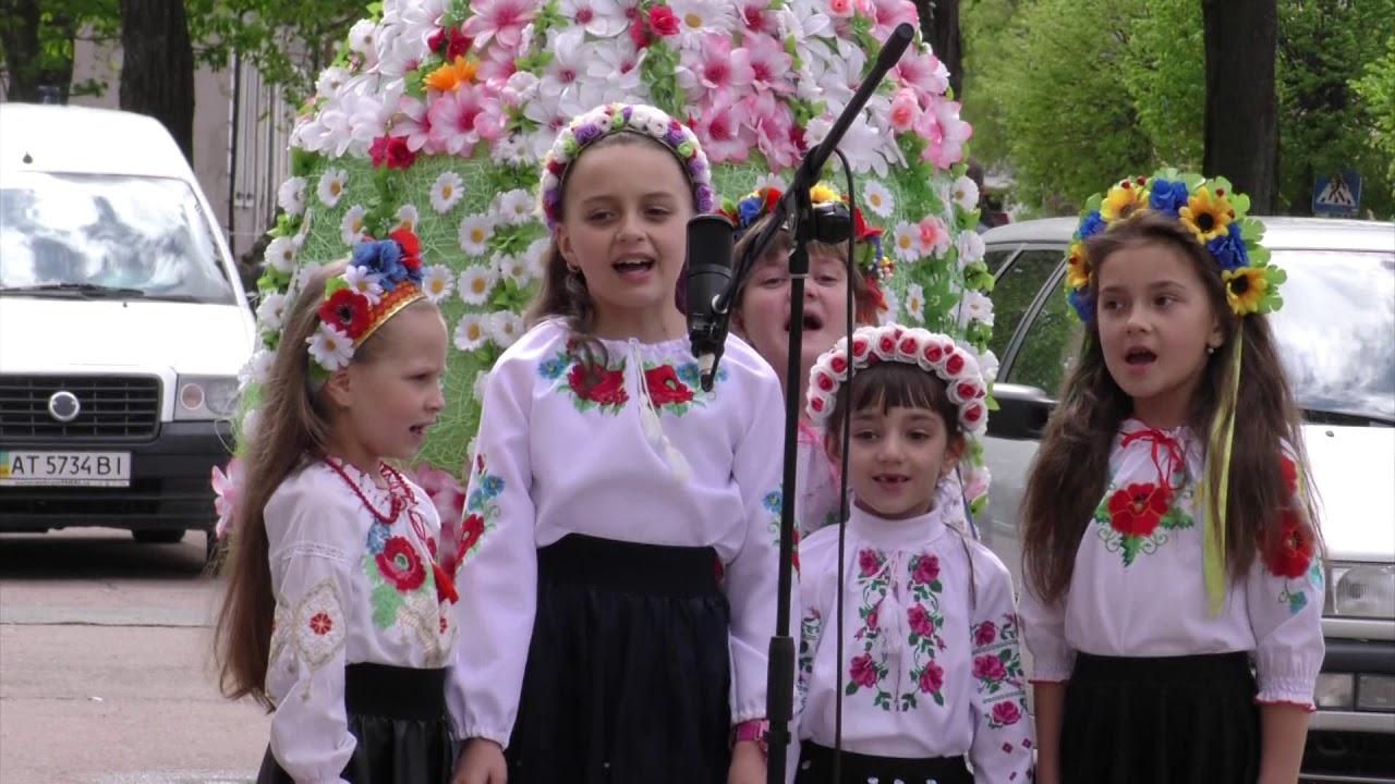 «Потіха» в Калуші водила веснянки у «Великодньому гаю»