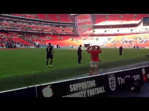 Jack Wilshere Applauds the Fans after Community Shield Victory