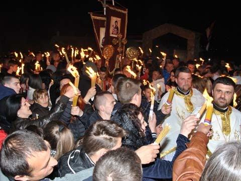 Дочек Благодатног огња из Јерусалима у храму Романијска Лазарица (12.04.2015.)