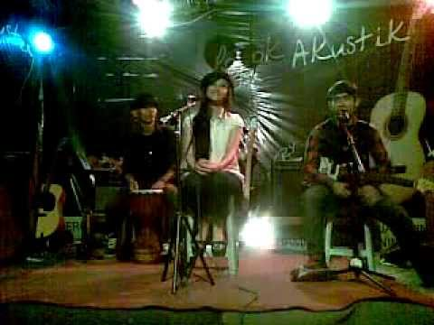 ice mo band on pojok akustik @kedai telapak.. Pabuaran,Purwokerto