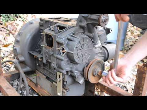 Kubota D905 Diesel Engine BREAK DOWN Time Lapse