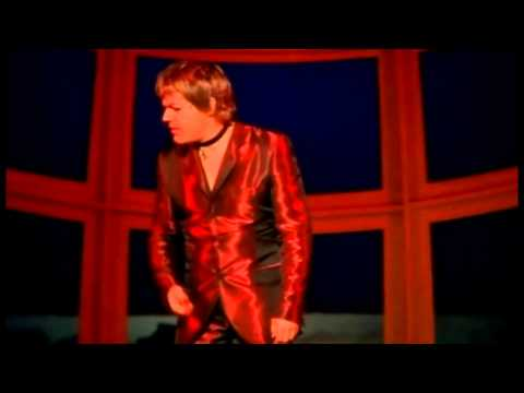 Eddie Izzard - Glorious 1997 - Plane safety - bird strike - chocolate biscuits