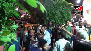 فيديو| المصري اليوم| شقيقة وائل نور تطرد «مصور الفنانين»: «ماتخربليش العزاء»