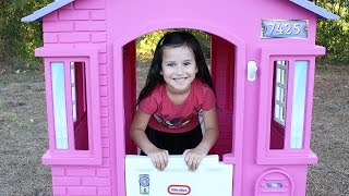 Little Tikes Princess Cottage Playhouse (Indoor and Outdoor Playhouse for Kids)