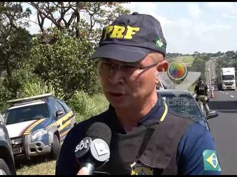 Polícia Rodoviária Federal realiza operação para fiscalizar veículos na BR-153