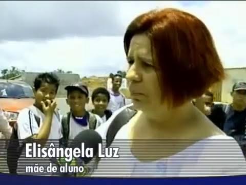 Professora gostoza foi expussa da escola por deixar alunos excitados.