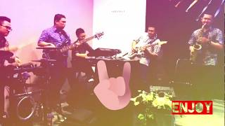 HOT!!! FIVE MUSICIANS IN ACTION!!