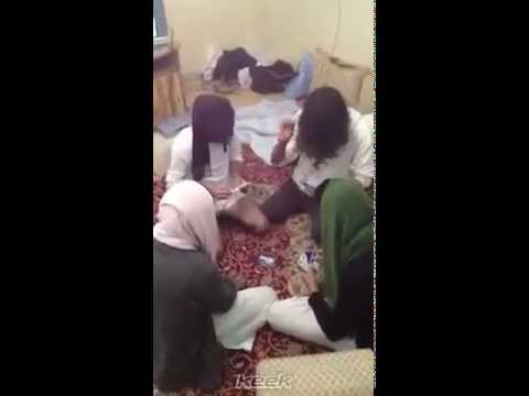 مسخره بنات السعوديه في الكيك