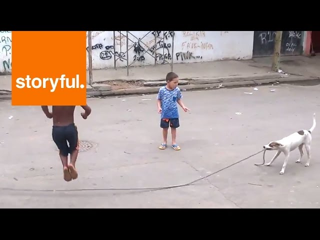 Puppy Entertains Kids With Jump Rope (Storyful, Animals)