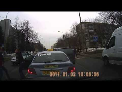 Драка между водителем и таксистом