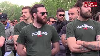 Ramelli, oltre 1000 neofascisti a Milano per ricordarlo: saluti romani davanti alla lapide