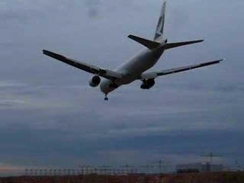 cathay pacific 777 300   landing  0 18  cx 773   klia   kuala lumpur intl